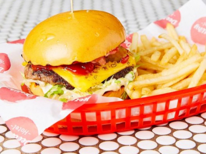 $15 Cheeseburger & Chips Dee Why Hotel